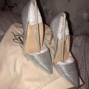 Vince Camuto point toe heel